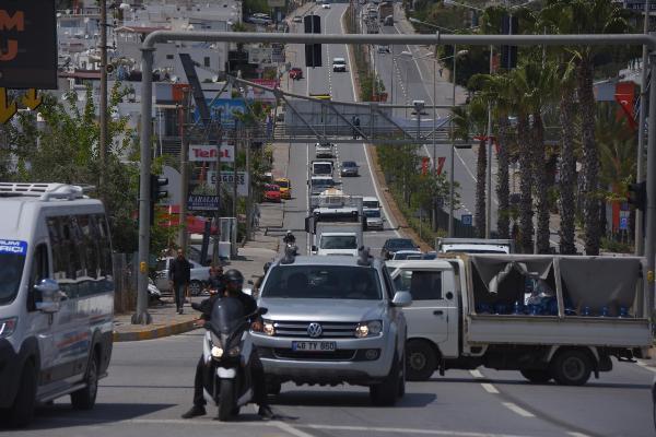 Tatil cennetinde korkutan hareketlilik! Binlerce araç giriş yaptı