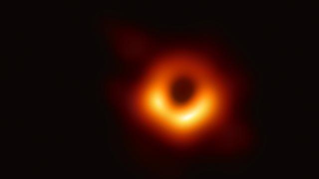 Güneşten 8 kat büyük kara delik keşfedildi!
