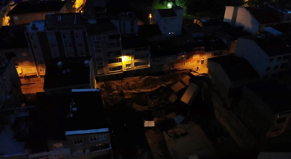 Sahur vakti İstanbul'da korkutan olay! Tüm yol çöktü