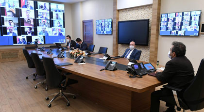 Kayyum vali AK Parti'nin toplantısına başkanlık yaptı, ortalık karıştı