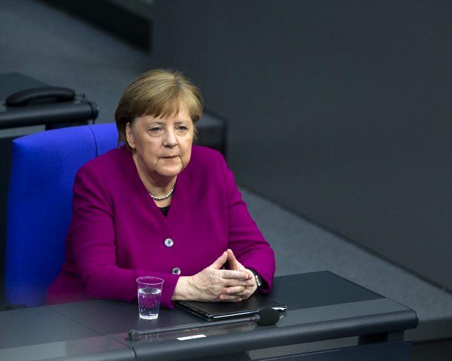 Flaş iddia! Almanya Başbakanı Merkel Hacklendi mi?