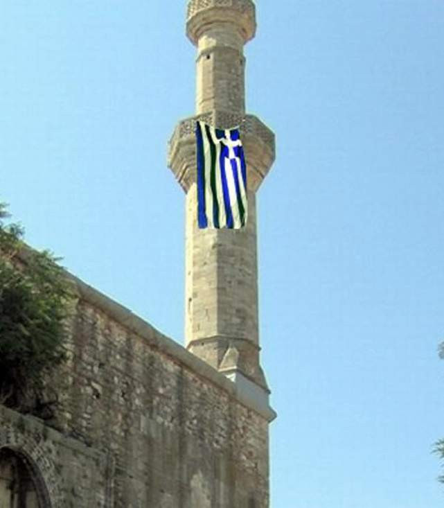 Cami minaresine Yunanistan bayrağı  astılar!