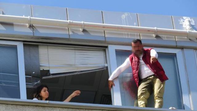 Kadıköy'de hareketli saatler! Belediye binasında intihar girişimi
