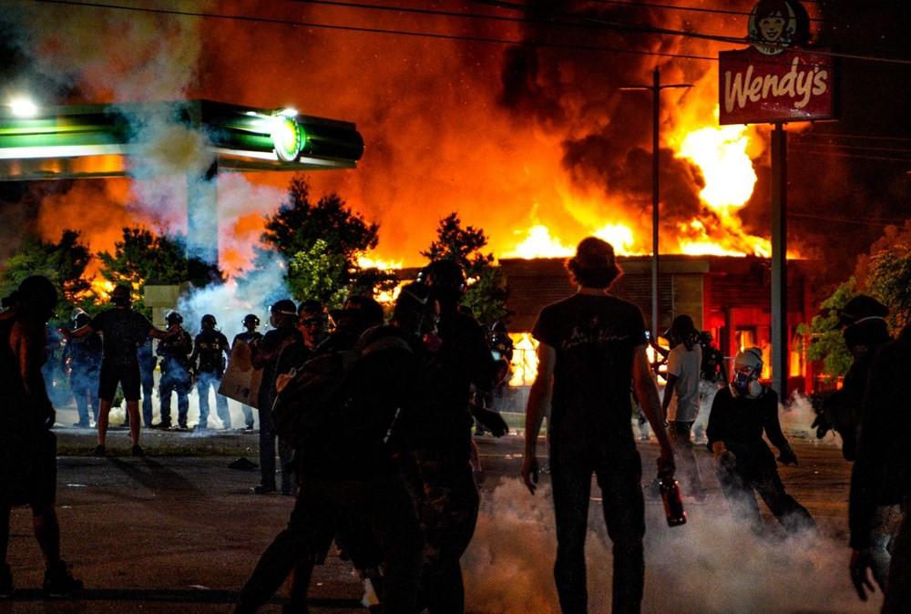 ABD'de yine polis şiddeti! Atlanta sokakları savaş alanına döndü