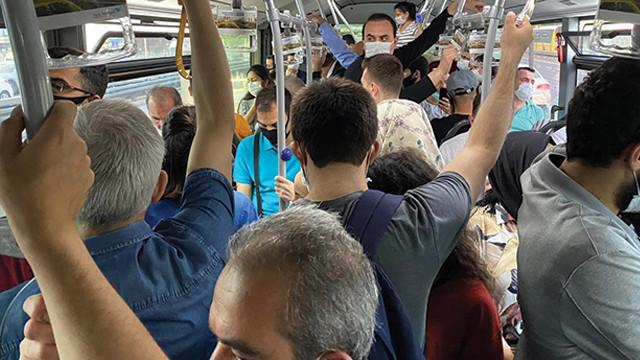 Metrobüs duraklarında korkutan yoğunluk