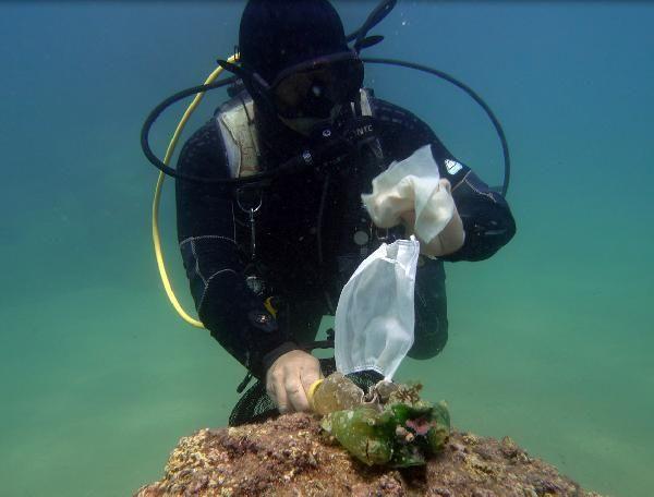 Su altı ''maske ve eldiven'' çöplüğüne döndü!
