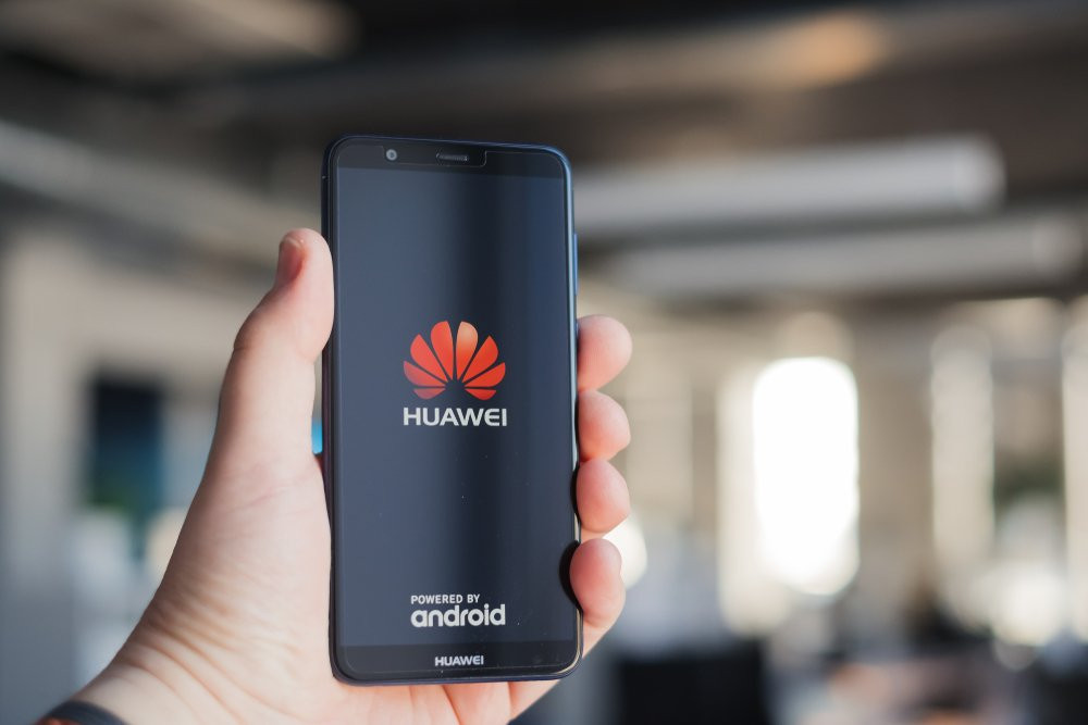 Huawei, Samsung'u tahtından indirdi