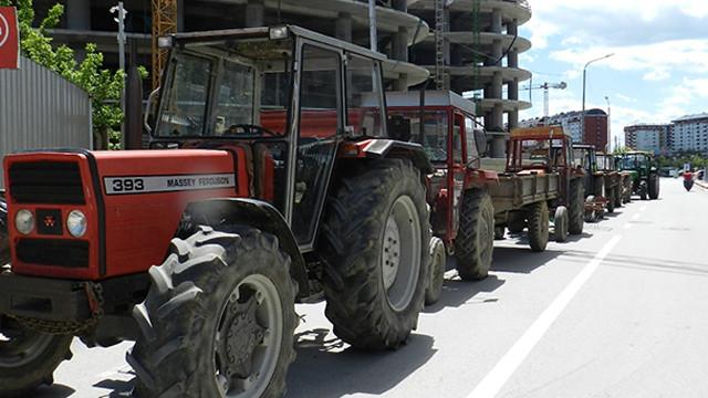 Çiftçilerden traktör ile protesto!