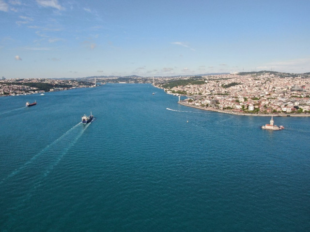 İstanbul Boğazı maske ve eldiven atıklarıyla doldu