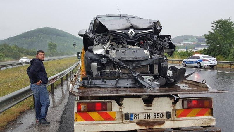 TEM'de 2 ayrı zincirleme kazada 25 araç birbirine girdi