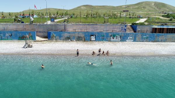 Denize kıyısı olmayan Van'ın mavi bayraklı plajı sezona hazır!