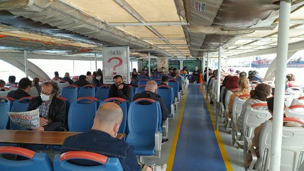 Toplu taşıma normalleşti mi? İşte metrobüs, tramvay ve vapurdan görüntüler