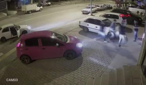 Trafikte inanılmaz kavga kamerada: 30 saniyede 3 kişiyi yere serdi!