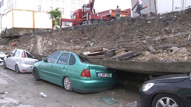Esenyurt'ta istinat duvarı araçların üzerine devrildi!