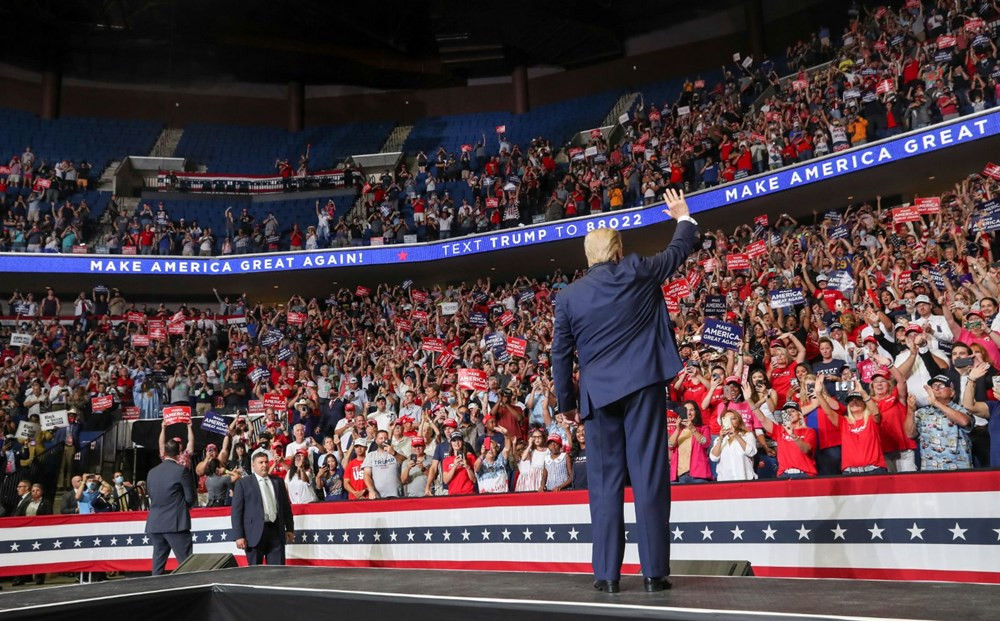 Trump'ın mitinginde yer alan onlarca görevli karantinaya alındı