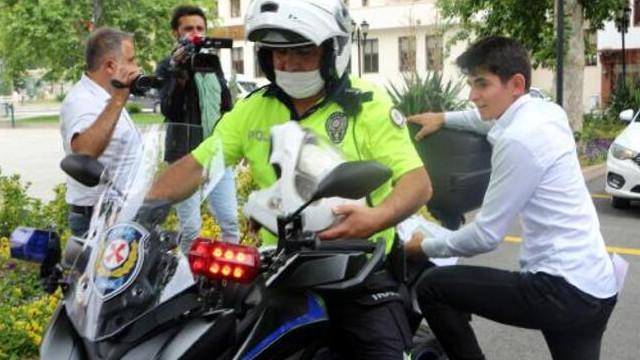 Kimliklerini kaybeden öğrencilerin imdadına polis ekipleri yetişti