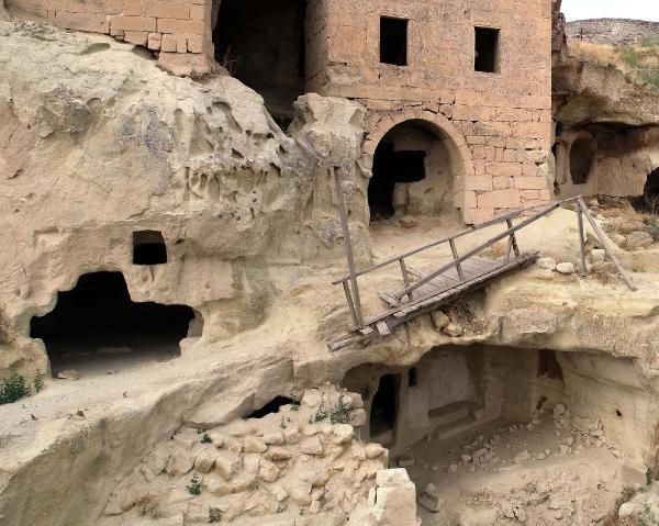 Kapodokya'da tarihi kiliseye giden köprü yıkıldı - Resim: 2