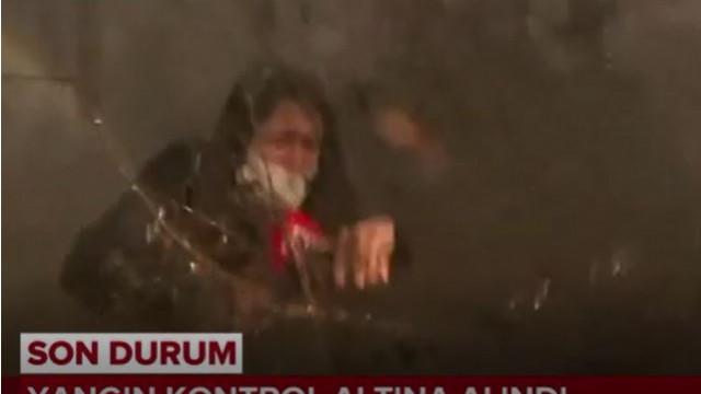 TRT muhabirinin zor anları! Yangın helikopteri suyu üstüne bıraktı