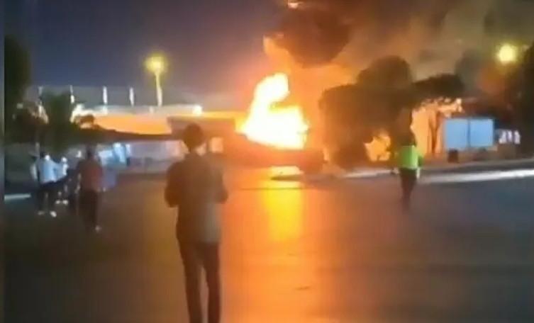 İzmir'de halindeki yolcu otobüsü alev alev yandı