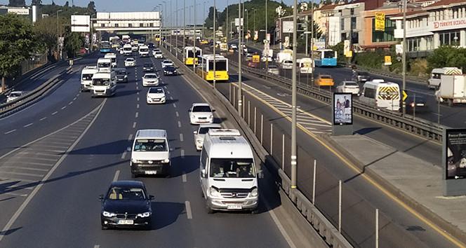 İstanbul yeni haftaya yine trafik çilesiyle başladı