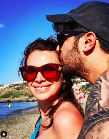 Begüm Birgören ve Mehmet Cemil nişanlandı