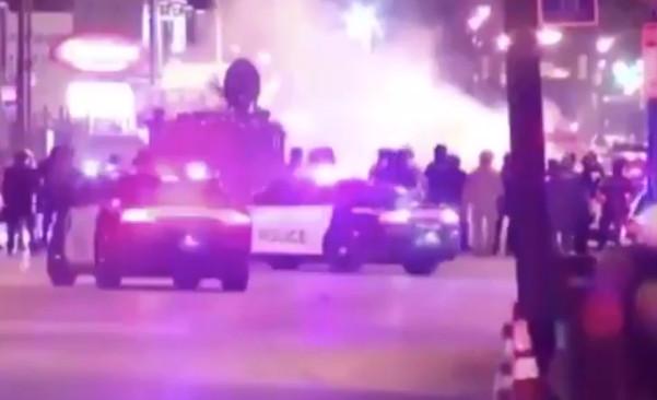 Korkunç görüntü: Protestocuların arasına cipiyle daldı!
