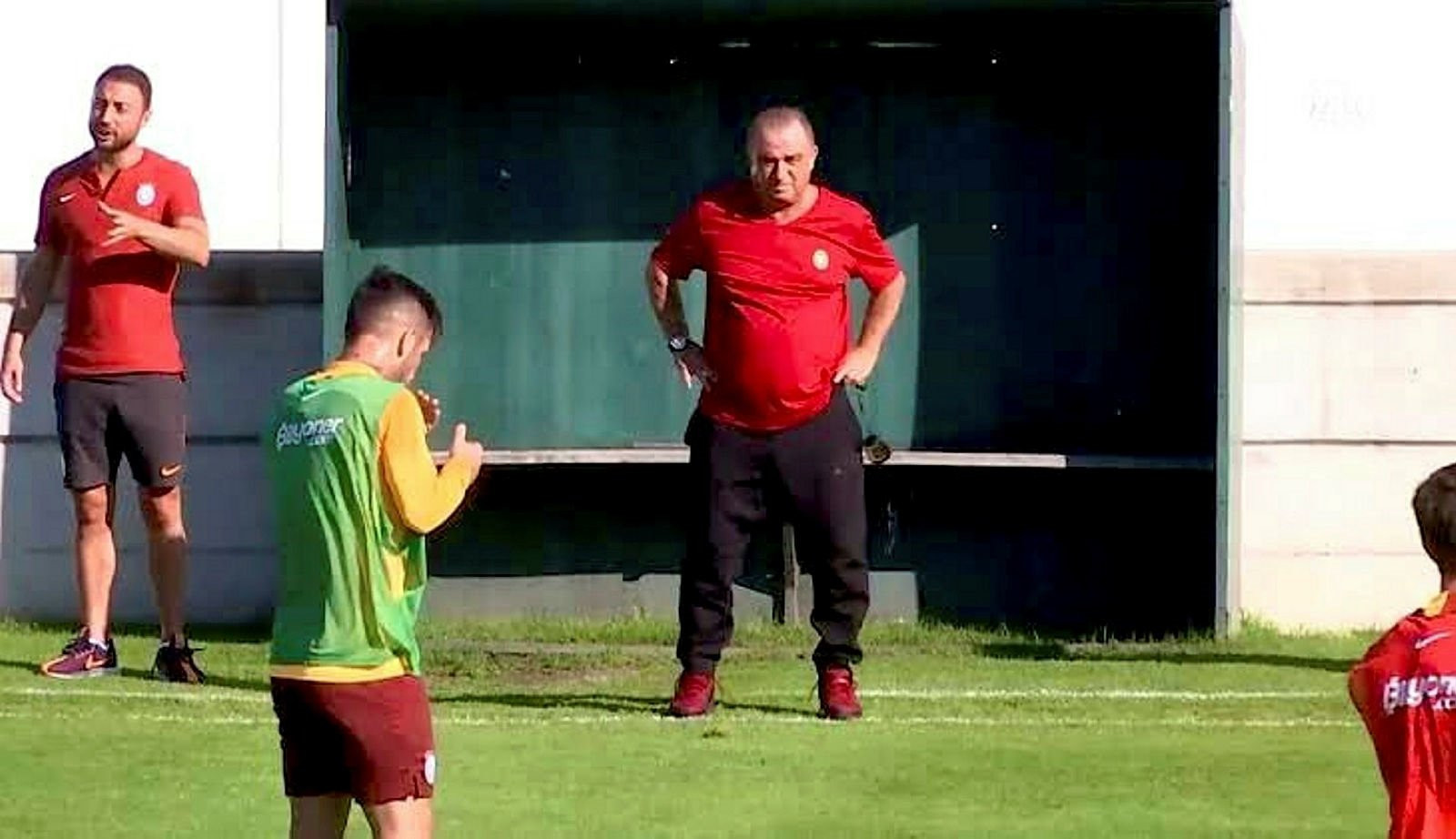 Galatasaray'a 21'lik golcü Kortrijk'ten Terem Moffi...