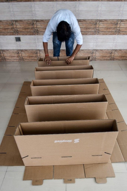 Hindistan'da karton yataklı hastane kuruldu