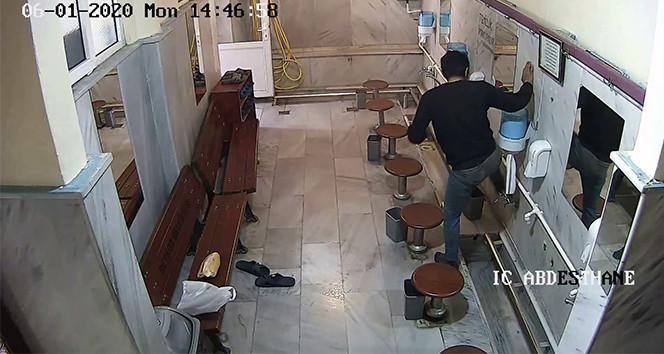 Camide inanılmaz hırsızlık kamerada