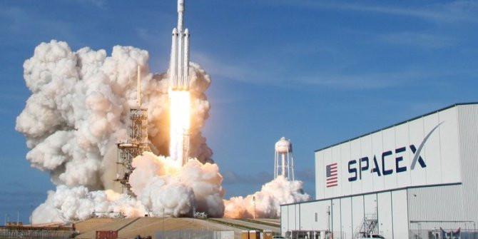 SpaceX, internet uydularını uzaya fırlattı