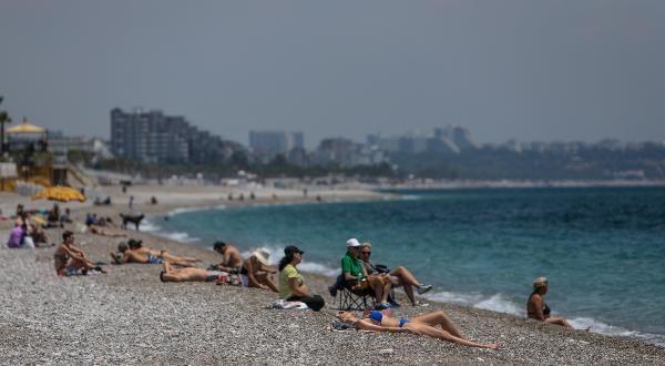 Antalya'nın ünlü sahiline tatilci akını! - Resim: 4