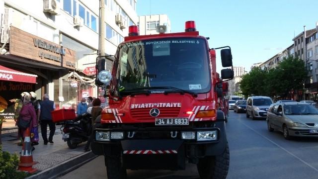 Kadıköy'de iş merkezinde yangın paniği