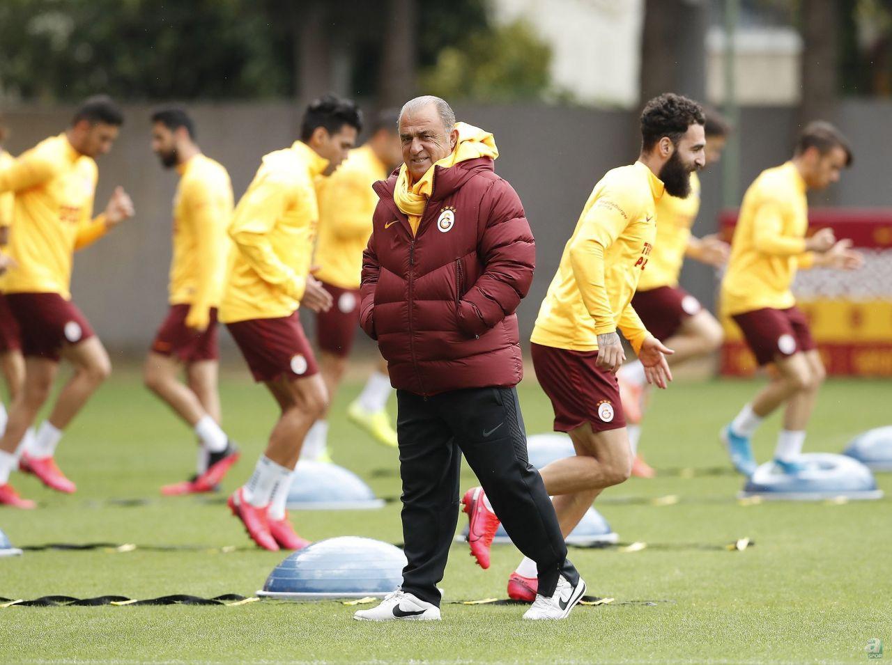 Galatasaray için müthiş iddia! Çalhanoğlu geliyor