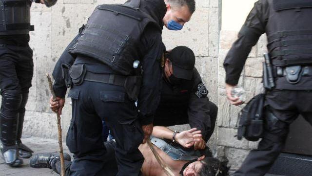 Meksika'da halk polis şiddeti yüzünden sokaklara indi