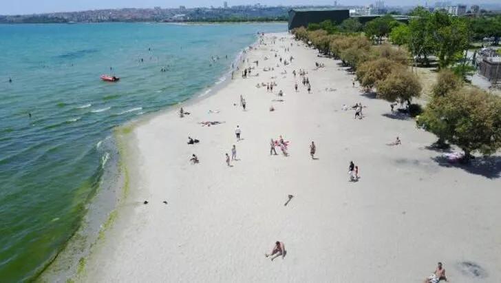 Plajlarda sosyal mesafeyi hiçe saydılar! ''Kum bizi korur'' - Resim: 1