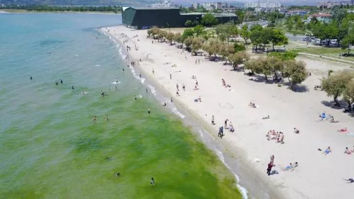 Plajlarda sosyal mesafeyi hiçe saydılar! ''Kum bizi korur'' - Resim: 3