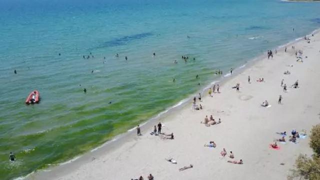 Plajlarda sosyal mesafeyi hiçe saydılar! ''Kum bizi korur''