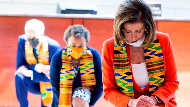 ABD'de Demokrat Kongre üyeleri Floyd için diz çöktü
