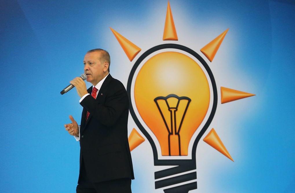 Oy oranı yüzde 30'lara düşen AK Parti'den ''anket'' itirazı