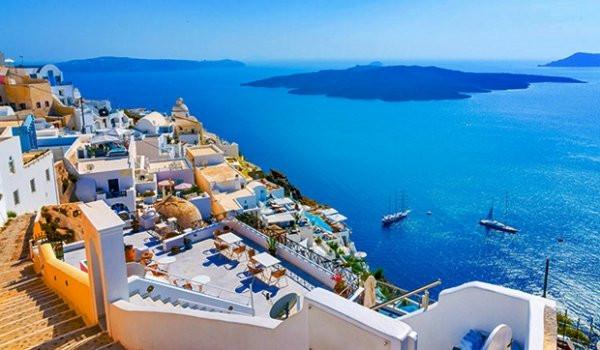 Yunanistan adaları yeniden ziyarete açtı