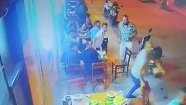 Lokantada 4 arkadaşa silahlı saldırı! O anlar kamerada