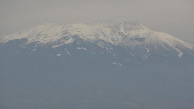 Süphan Dağı'na temmuz ayında kar yağdı