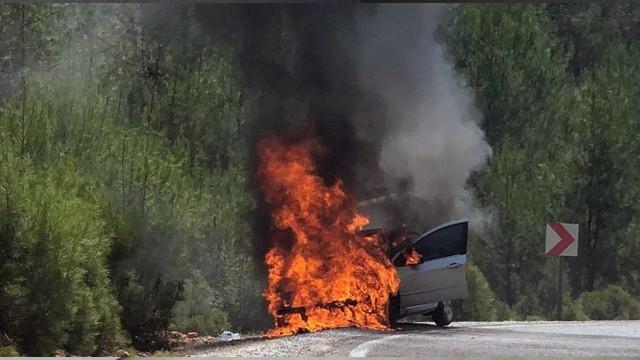 Muğla'da aniden yanan araç kullanılmaz hale geldi