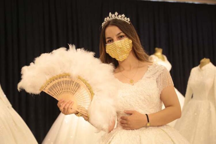 Kahramanmaraş'ta gelinler için altın işlemeli maske üretildi!