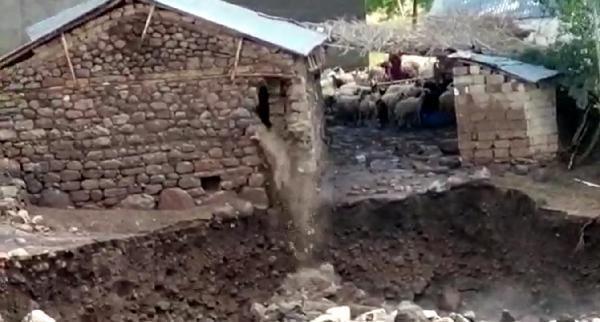 Van Erciş'te sel felaketi! 1 ayı telef oldu