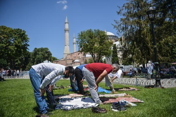 Ayasofya Camii önünde bugün!