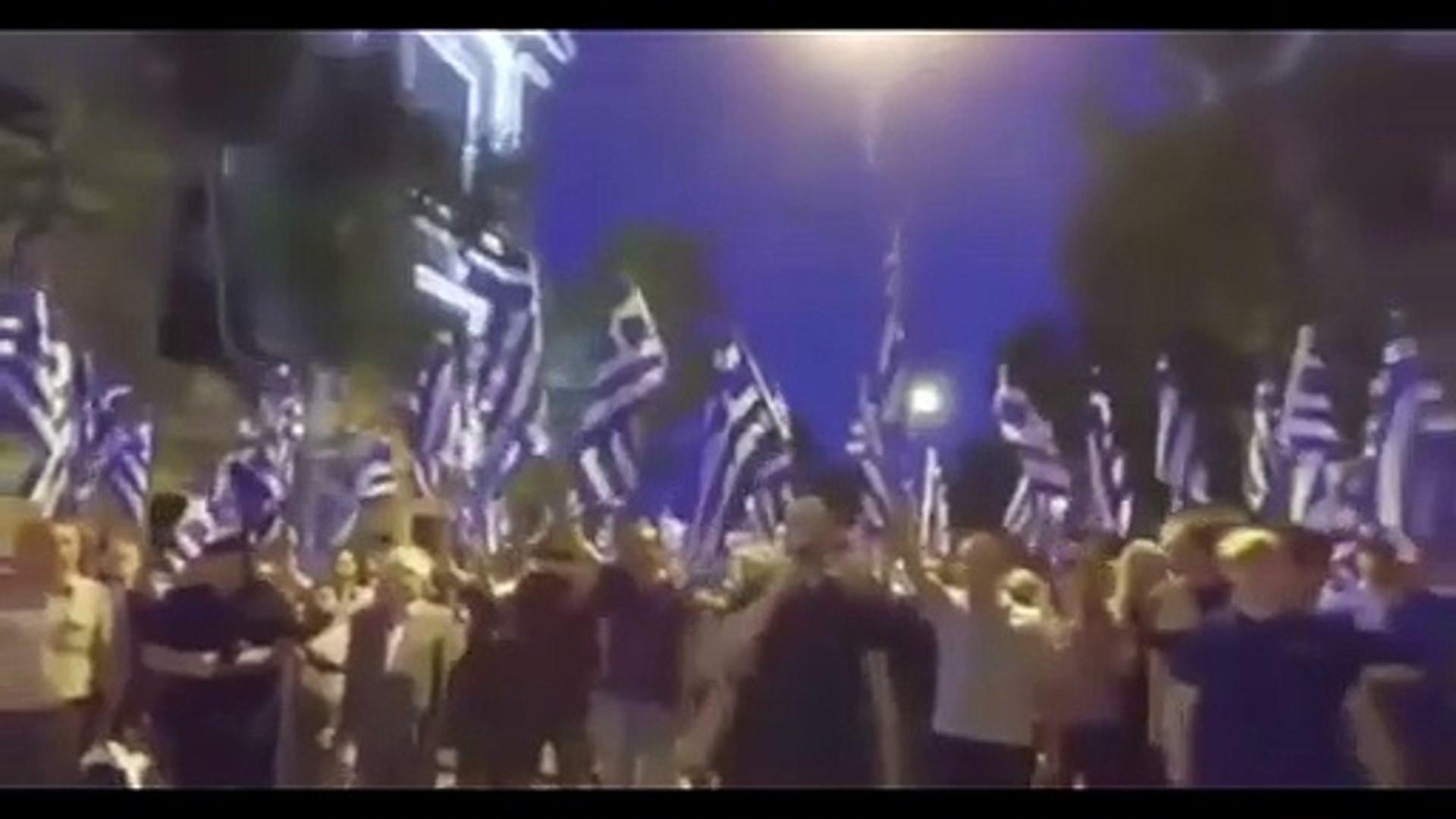 Yunanistan'da büyük provokasyon! Türk Bayrağı'nı yaktılar!
