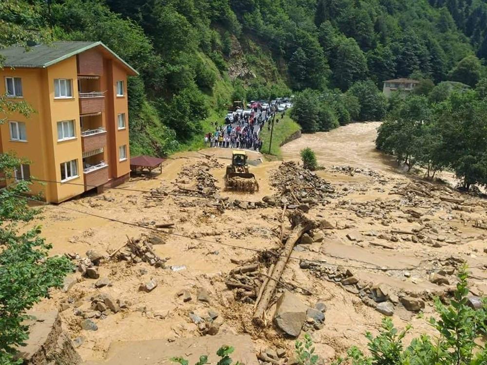Karadeniz'de sel felaketi! Birçok ev sular altına kaldı