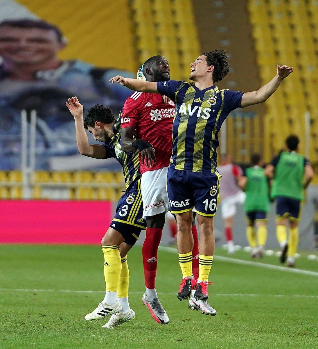 Emre Belözoğlu ve Volkan Demirel'den 2 yıldıza tepki!