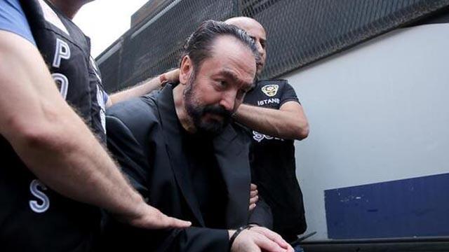 Maske takmadığı için duruşma salonundan çıkarılan Adnan Oktar, dilekçe verd